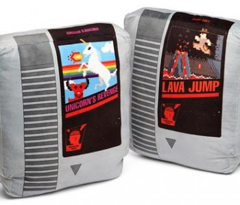 retro-cartridge-pillow